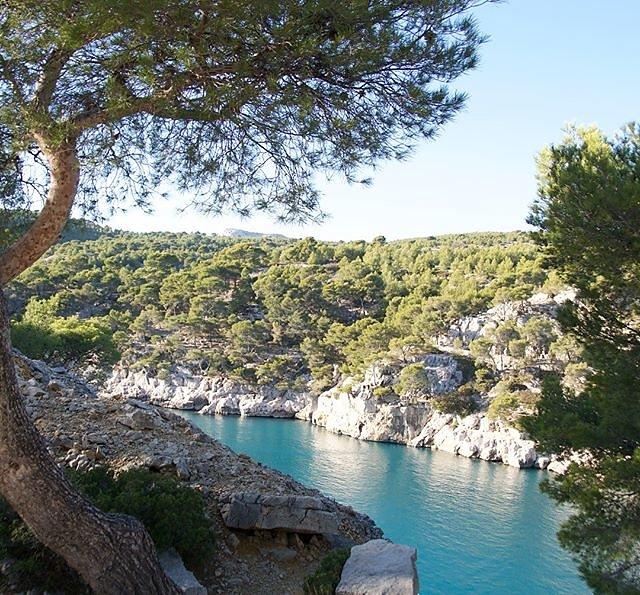 Sunny Calanque de Port-Miou, a wonderful quiet December painting spot.